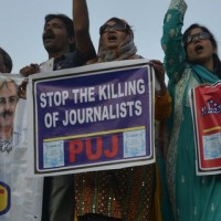 Under attack and afraid – Pakistani journalists leaving profession